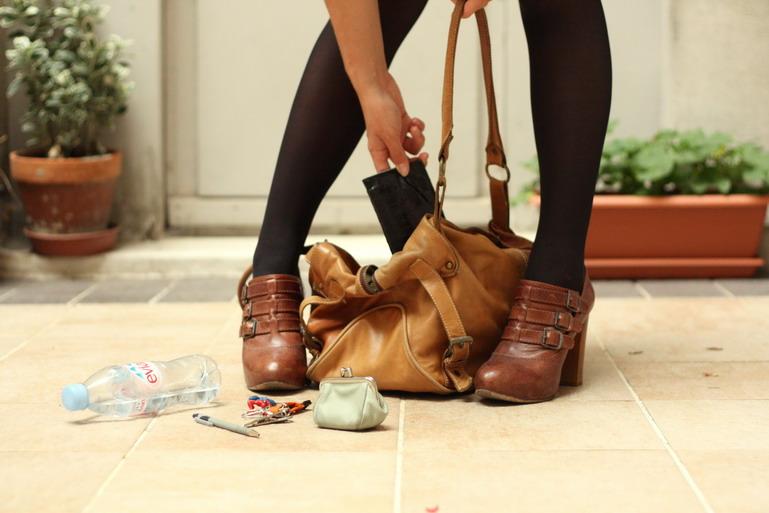 маленькую трахну топором ботинки фото